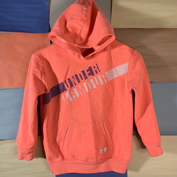 Under Armour Hoodie Pullover size S(youth)